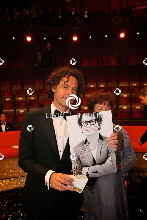 AMSTERDAM - In theater Carre is de Gouden Televizier Ring gala weer geweest. Met op de foto Guus Meeuwis afgedrukt op karton ivm afwezigheid. FOTO LEVIN DEN BOER - PERSFOTO.NU