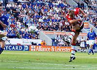 James Beattie scores the 2nd goal for Southampton. Leicester City v Southampton, FA Premiership, 16/08/2003. Credit: Colorsport / Matthew Impey DIGITAL FILE ONLY