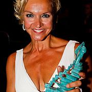 NLD/Hilversum/20100607 - Musicalawards 2010, Mariska van Kolck en haar prijs