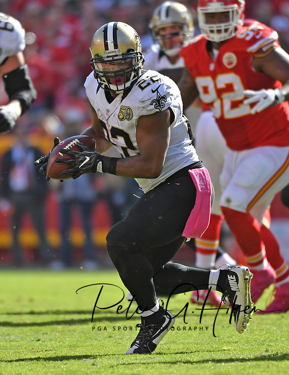 KANSAS CITY, MO - OCTOBER 23:  Running back Mark Ingram #22 of the New Orleans Saints rushes up field against the Kansas City Chiefs during the second half on October 23, 2016 at Arrowhead Stadium in Kansas City, Missouri.  (Photo by Peter G. Aiken/Getty Images) *** Local Caption *** Mark Ingram