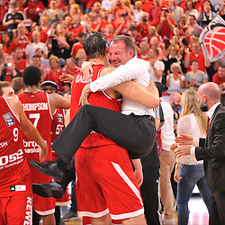 21.06.2015, Brose Arena, Bamberg, GER, Beko Basketball BL, Brose Baskets Bamberg vs FC Bayern Muenchen, Playoffs, Finale, 5. Spiel, im Bild Maximilian Stoschek (Aufsichtsratsmitglied der Brose Baskets Bamberg / im weissen Hemd) und Dalibor Bagaric (Brose Baskets Bamberg / abgewandt) bejubelt den Sieg gegen den FC Bayern Muenchen und den Gewinn der Deutschen Meisterschaft 2015. // during the Beko Basketball Bundes league Playoffs, final round, 5th match between Brose Baskets Bamberg and FC Bayern Muenchen at the Brose Arena in Bamberg, Germany on 2015/06/21. EXPA Pictures © 2015, PhotoCredit: EXPA/ Eibner-Pressefoto/ Merz<br /> <br /> *****ATTENTION - OUT of GER*****