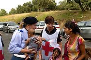 Roma17Luglio 2008.Censimento della Croce Rossa al Campo Rom di via Mazzacurati nel Quartiere Corviale abitato da rom bosnaci..Census of the Red Cross on Rom's camp inhabited from Romani bosnians