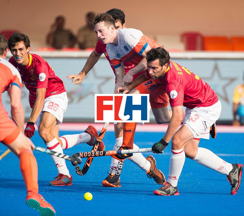 BHUBANESWAR - Seve van Ass (Ned) tussen Marc Serrahima (Esp) en Sergi Enrique (Esp)    tijdens de Hockey World League Final wedstrijd Nederland-Spanje (2-3).  COPYRIGHT  KOEN SUYK