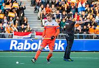 AMSTELVEEN - Mink van der Weerden (Ned) scoort uit een strafbal 2-0,    tijdens  de tweede  Olympische kwalificatiewedstrijd hockey mannen ,  Nederland-Pakistan (6-1). Oranje plaatst zich voor de Olympische Spelen 2020..   COPYRIGHT KOEN SUYK