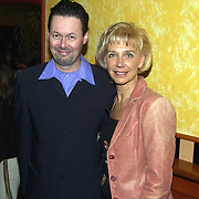 Uitreiking populariteitsprijs 2002, Carel Kraayenhof en vrouw Henk Geels