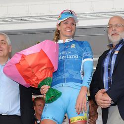 Etappe 4 van de Boels Rental Ladies Tour eidigt wederom in een sprint, waarbij ditmaal de Belgische Kelly Druyts overtuigend de sterkste bleek