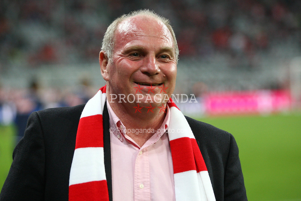 29.10.2010, Allianz Arena, Muenchen, GER, 1.FBL, FC Bayern Muenchen vs SC Freiburg, im Bild  Uli Hoenefl (Pr?sident Bayern) laechelt, EXPA Pictures © 2010, PhotoCredit: EXPA/ nph/  Straubmeier+++++ ATTENTION - OUT OF GER +++++