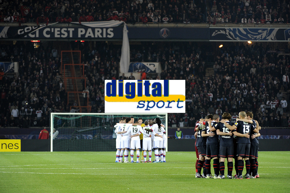 FOOTBALL - FRENCH CUP 2011/2012 - 1/4 FINAL - PARIS SAINT GERMAIN v OLYMPIQUE LYONNAIS - 21/03/2012 - PHOTO JEAN MARIE HERVIO / REGAMEDIA / DPPI - TRIBUTE TO THE VICTIMS OF THE TOULOUSE'S KILLER