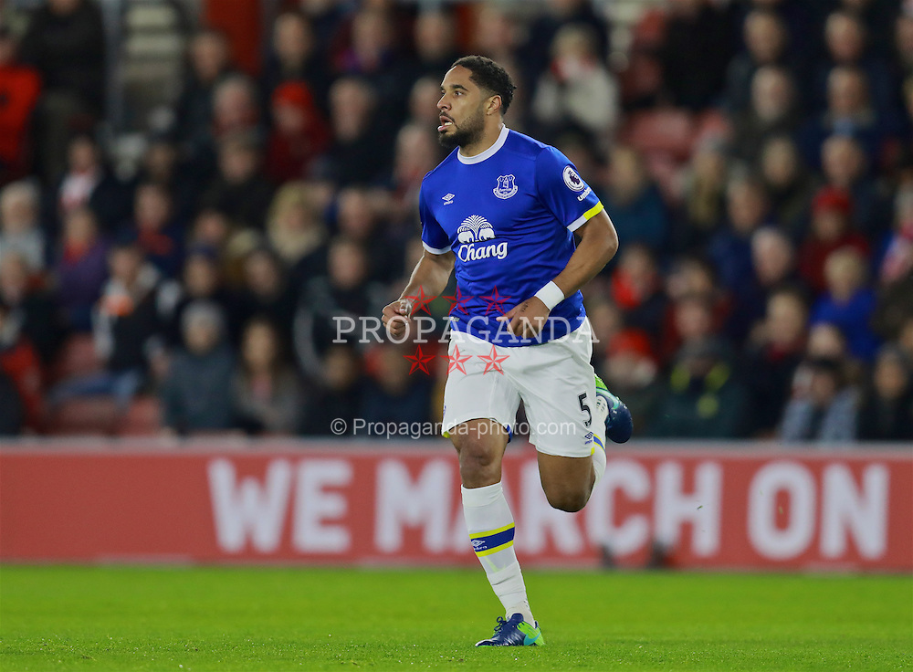SOUTHAMPTON, ENGLAND - Saturday, November 19, 2016: Everton's Ashley Williams in action against Southampton during the FA Premier League match at St. Mary's Stadium. (Pic by David Rawcliffe/Propaganda)