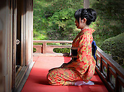 Aya, dressed in traditional kimono and obi, Kyoto, November 2015 Automne à Manshu In Temple Kyoto 2015