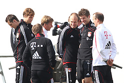 06.03.2011, Trainingsgelaende, Muenchen, GER, 1.FBL, Training FC Bayern Muenchen , im Bild  Miroslav Klose (Bayern #18) Andries Jonker (Co-Trainer Bayern) Arjen Robben (Bayern #10) Thomas Mueller (Bayern #25) , EXPA Pictures © 2011, PhotoCredit: EXPA/ nph/  Straubmeier       ****** out of GER / SWE / CRO  / BEL ******