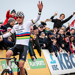 2018-11-24: Cycling: CX Worldcup: Koksijde: Mathieu van der Poel celebrates his victory