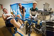 Jan-Willem is bezig met de inspanningstest. Aan de VU Amsterdam worden potentiele rijders voor de VeloX5 getest. In september wil het Human Power Team Delft en Amsterdam, dat bestaat uit studenten van de TU Delft en de VU Amsterdam, een poging doen het wereldrecord snelfietsen te verbreken, dat nu op 133,8 km/h staat tijdens de World Human Powered Speed Challenge.<br /> <br /> At the VU Amsterdam possible riders for the VeloX5 are tested. With the special recumbent bike the Human Power Team Delft and Amsterdam, consisting of students of the TU Delft and the VU Amsterdam, also wants to set a new world record cycling in September at the World Human Powered Speed Challenge. The current speed record is 133,8 km/h.
