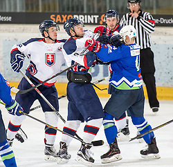 13.02.2016, Olympiaworld, Innsbruck, AUT, Euro Ice Hockey Challenge, Slowakei vs Slowenien, im Bild Tumulte vor dem slowakischen Tor // riots infront of the slovakian goal during the Euro Icehockey Challenge Match between Slovakia and Slovenia at the Olympiaworld in Innsbruck, Austria on 2016/02/13. EXPA Pictures © 2016, PhotoCredit: EXPA/ Jakob Gruber