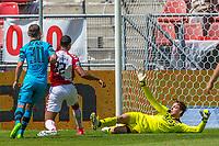 UTRECHT - 28-05-2017, FC Utrecht - AZ, Stadion Galgenwaard, FC Utrecht speler Sebastien Haller scoort hier de 2-0, doelpunt, AZ speler Stijn Wuytens, AZ keeper Tim Krul
