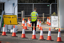 © Licensed to London News Pictures. 19/09/2020. Chessington, UK. A NHS Test & Trace worker waits for people to arrive at a Covid-19 testing centre set up in the car park of Chessington World of Adventures south west of London. The Government have faced criticism over delays in getting tested for the COVID-19 strain of coronavirus. . Photo credit: Peter Macdiarmid/LNP