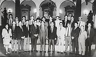 El presidente de Venezuela junto a representantes de todos los partidos político de El Salvador con miembros de la guerrilla del Frente Farabundo Marti FMLN al finalizar una reunión que permitiría avanzar la negociación. Photo: Imagenes Libres.