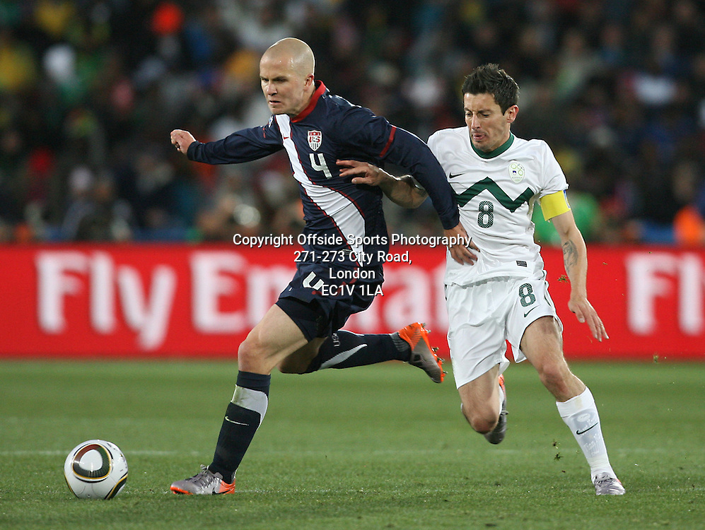 18/06/2010 - 2010 FIFA World Cup - Slovenia vs. USA - Robert Koren of Slovenia battles with Michael Bradley of USA - Photo: Simon Stacpoole / Offside.