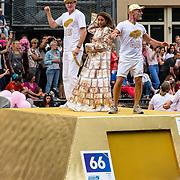 NLD/Amsterdam/20170805 - Gaypride 2017, boot Nederlandse Bank, meisje met jurk van briefgeld