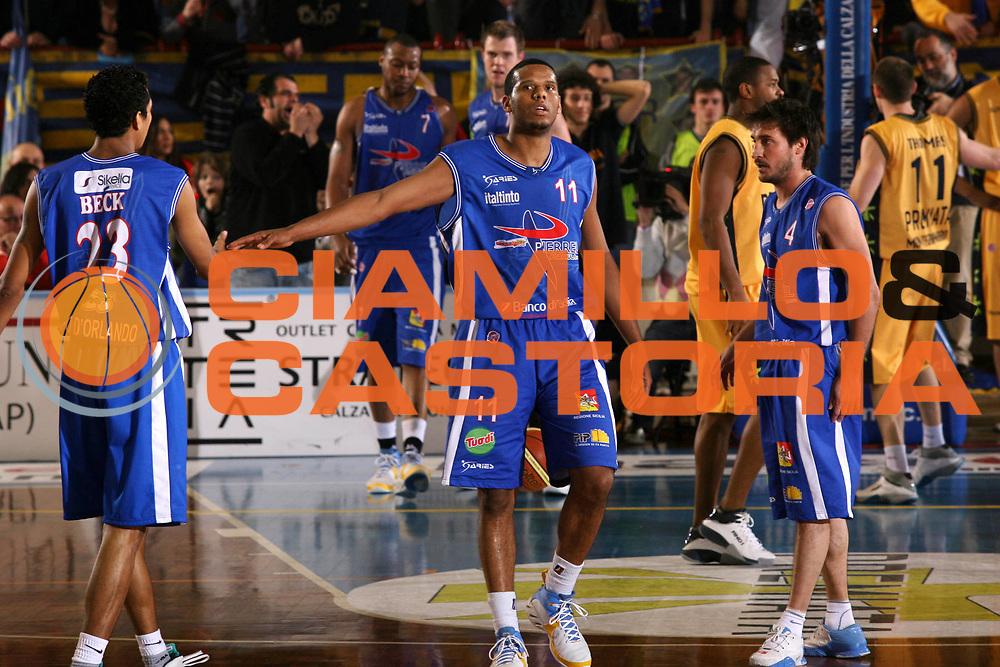 DESCRIZIONE : Porto San Giorgio Lega A1 2007-08 Premiata Montegranaro Pierrel Capo Orlando <br /> GIOCATORE : Samuel Mejia <br /> SQUADRA : Pierrel Capo Orlando <br /> EVENTO : Campionato Lega A1 2007-2008 <br /> GARA : Premiata Montegranaro Pierrel Capo Orlando <br /> DATA : 29/03/2008 <br /> CATEGORIA : Esultanza <br /> SPORT : Pallacanestro <br /> AUTORE : Agenzia Ciamillo-Castoria/G.Ciamillo