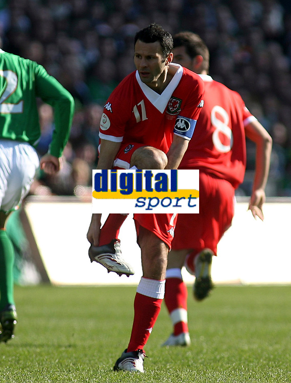 Photo: Paul Thomas.<br /> Republic of Ireland v Wales. European Championships 2008 Qualifying. 24/03/2007.<br /> <br /> Ryan Giggs of Wales looses his boot.