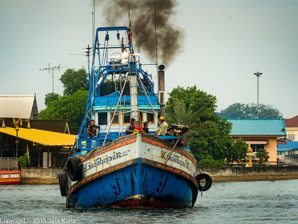 01 OCTOBER 2015 - MAHACHAI, SAMUT SAKHON, THAILAND:  A Thai fishing trawler goes up the Tha Chin river in Mahachai, one of Thailand's largest fishing ports. Thailand's fishing industry had been facing an October deadline from the European Union to address issues related to overfishing and labor practices. Failure to adequately address the issues could have resulted in a ban on Thai exports to the EU. In September Thai officials announced that they had secured an extension of the deadline. Officials did not say how much extra time they had to meet the EU goals. Thailand's overall annual exports to the EU are between 23.2 billion Thai Baht and 30 billion Thai Baht (US$645 million to US $841 million). Thailand's total fish exports were worth about 110 billion baht in 2014.   PHOTO BY JACK KURTZ