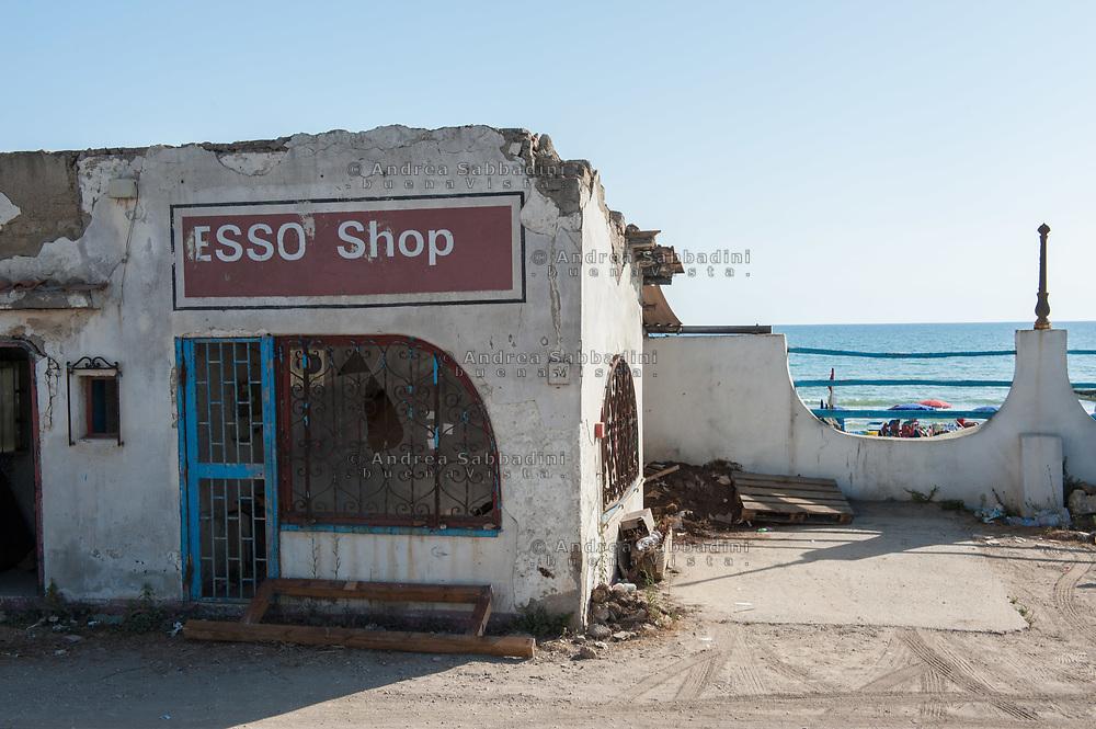 Ardea, 20/07/2017: distributore ESSO abbandonato, Lungomare degli Ardeatini.<br /> &copy; Andrea Sabbadini