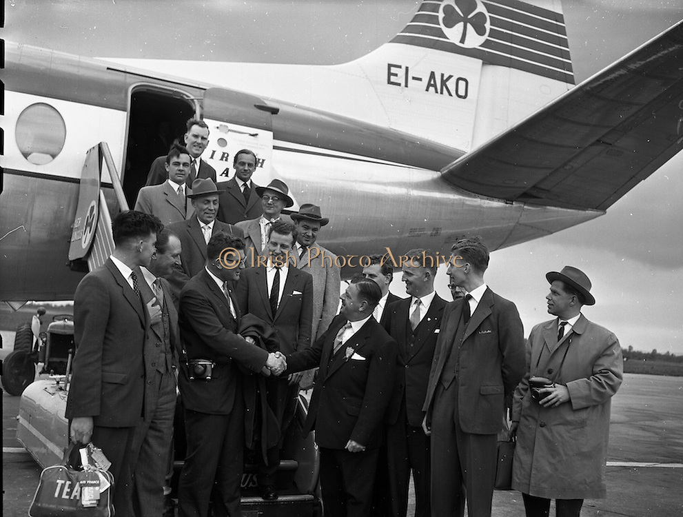 01/05/1959<br /> 05/01/1959<br /> 01 May 1959<br /> Junior Chamber of Commerce Congress. Over 100 foreign delegates attended the Seventh European Junior Chamber of Commerce Congress, which opened on 1st May 1959 in Dun Laoghaire. Picture shows some of the delegates arriving at Dublin Airport on Friday morning. Mr Maurice C. Sexton (New Zealand) President Junior Chambers of Commerce, International is being welcomed by Mr Leo H. Callow, Chairman of the Congress Committee. Others in the picture are Col. J.F. Armstrong (second from left) President Dublin Chamber of Commerce; D. Power, President Cork Junior Chamber of Commerce; Mr. J.V. Dillon (Cork) and a group of German delegates to the Congress.