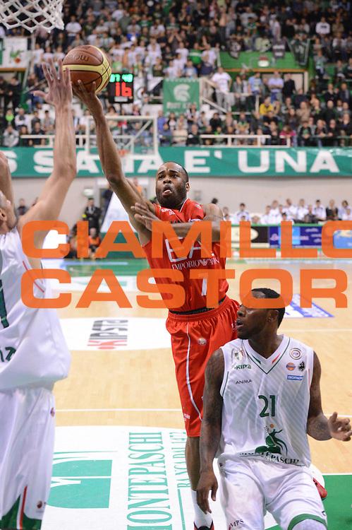 DESCRIZIONE : Siena Lega A 2012-13 Montepaschi Siena EA7 Emporio Armani Milano<br /> GIOCATORE : Malik Hairston<br /> CATEGORIA : tiro equilibrio<br /> SQUADRA : EA7 Emporio Armani Milano<br /> EVENTO : Campionato Lega A 2012-2013 <br /> GARA : Montepaschi Siena EA7 Emporio Armani Milano<br /> DATA : 05/11/2012<br /> SPORT : Pallacanestro <br /> AUTORE : Agenzia Ciamillo-Castoria/GiulioCiamillo<br /> Galleria : Lega Basket A 2012-2013  <br /> Fotonotizia :  Siena Lega A 2012-13 Montepaschi Siena EA7 Emporio Armani Milano<br /> Predefinita :