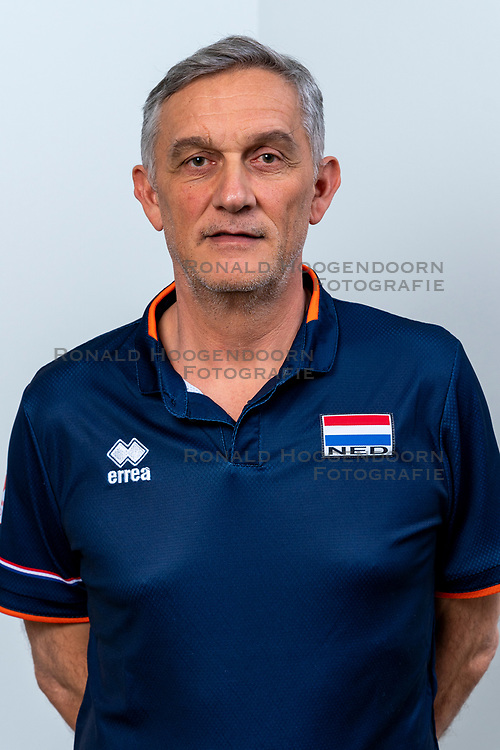 28-12-2019 NED: Team photo Volleyball women, Arnhem<br /> Volleyball women photoshoot before the final training when they leave for Olympic Qualification Tournament / Coach Giovanni Caprara of Netherlands