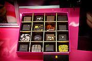 Tokyo, Japon, 30 janvier 2010 - Salon du chocolat au grand magasin de luxe Isetan, Shinjuku, 2 semaines avant la St Valentin. Sur le stand de Sebastien Bouillet, un des quatre patissiers francais ayant une boutique chez Isetan.