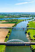 Nederland, Noord-Brabant, Den Bosch, 13-05-2019;  Fort Crèvecoeur, de  Maas in oostelijke richting. Treurenbrug en de spoorbrug over de Maas tussen Hedel en Crevecoeur. Er wordt gewerkt aan weerdverlaging omgeving Fort Crèvecoeur, maakt onderdeel uit van het Maasoeverpark. Landschapspark in wording met ruimte voor de natuur, voor de landbouw  én waterberging.<br /> Fort Crèvecoeur, the Maas in an easterly direction. Treurenbrug and the railway bridge over the Maas between Hedel and Crevecoeur. Work is underway to reduce the floodplains around Fort Crèvecoeur, part of the Maasoever Park. Landscape park in the making with room for nature, agriculture and water storage.<br /> <br /> aerial photo (additional fee required); luchtfoto (toeslag op standard tarieven); copyright foto/photo Siebe Swart
