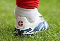 Fussball International Laenderspiel Schweiz - Venezuela Fussballschuh von Mauro LUSTRINELLI (SUI) mit Schweiz-Logo