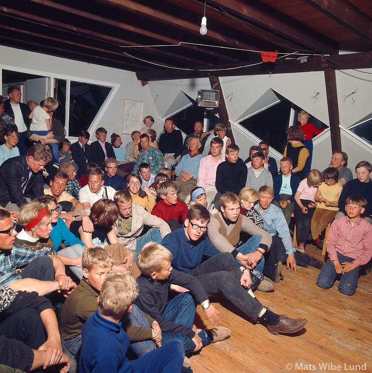 Fr&aacute; kv&ouml;ldv&ouml;ku &iacute; Sk&iacute;&eth;ask&aacute;lanum &iacute; Kerlingarfj&ouml;llum, 1967<br /> <br /> Evening in the ski lodge in the Kerlingarfj&ouml;ll mountains, 1967