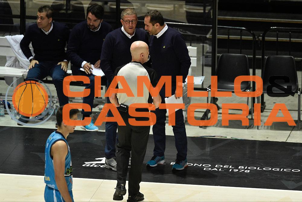 DESCRIZIONE : Bologna Lega A 2015-16 Obiettivo Lavoro Bologna Betaland Capo D&rsquo;Orlando<br /> GIOCATORE : Giulio Griccioli<br /> CATEGORIA : fair play composizione<br /> SQUADRA : Betaland Capo D&rsquo;Orlando<br /> EVENTO : Campionato Lega A 2015-2016<br /> GARA : Obiettivo Lavoro Bologna Betaland Capo D&rsquo;Orlando<br /> DATA : 18/10/2015<br /> SPORT : Pallacanestro <br /> AUTORE : Agenzia Ciamillo-Castoria/GiulioCiamillo<br /> Galleria : Lega Basket A 2015-2016<br /> Fotonotizia : Bologna Lega A 2015-16 Obiettivo Lavoro Bologna Betaland Capo D&rsquo;Orlando
