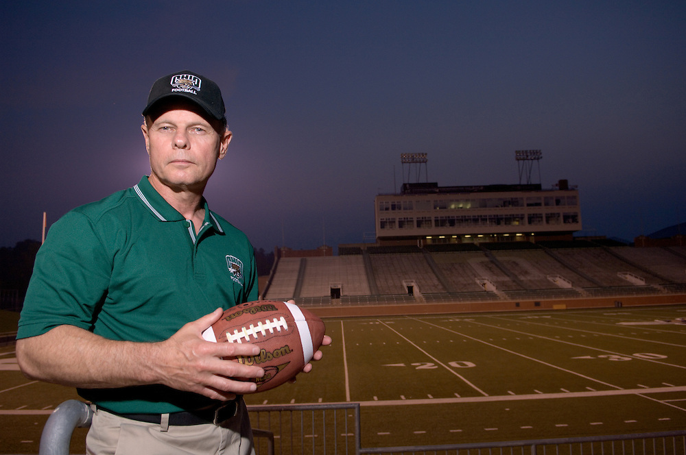 17019Head Football Coach: Frank Solich / Env. Portraits/studion in Peden Stadium.