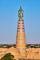 Ouzbekistan, Khiva, patrimoine mondial de l UNESCO, la ville et le minaret Islam Hoja // Uzbekistan, Khiva, Unesco World Heritage, city and Islam Hoja minar