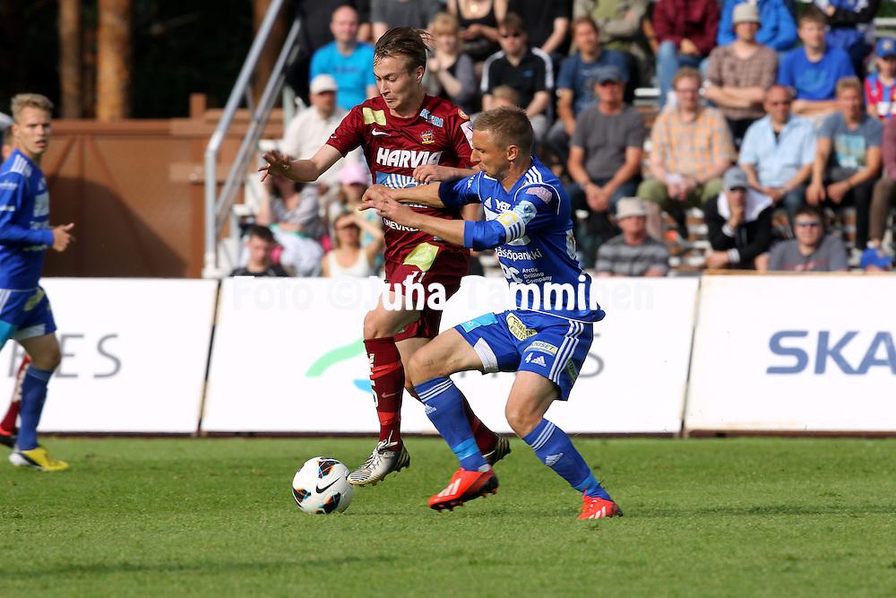 30.6.2013, Harjun stadion, Jyv&auml;skyl&auml;.<br /> Veikkausliiga 2013.<br /> JJK Jyv&auml;skyl&auml; - Rovaniemen Palloseura.<br /> Topi J&auml;rvinen (JJK) v Antti Okkonen (RoPS).