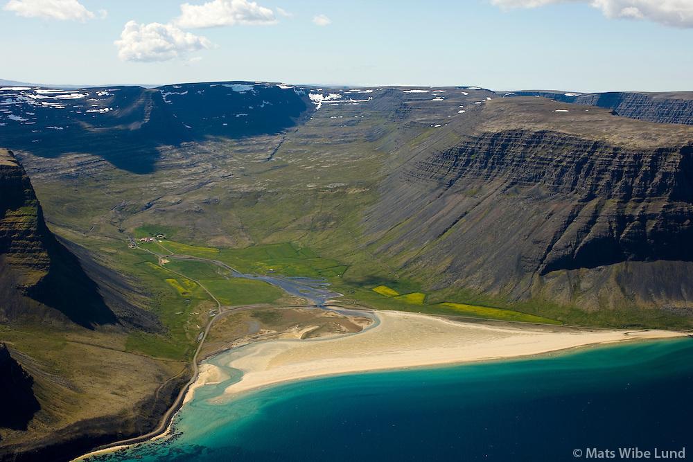 Hvestudalur séð til suðurs, Vaðall, Neðri-Hvesta og Fremri-Hvesta, Vesturbyggð áður Ketildalahreppur / Hvestudalur viewing south, Vadall, Nedri-Hvesta and Fremri-Hvesta, Vesturbyggð áður Ketildalahreppur.
