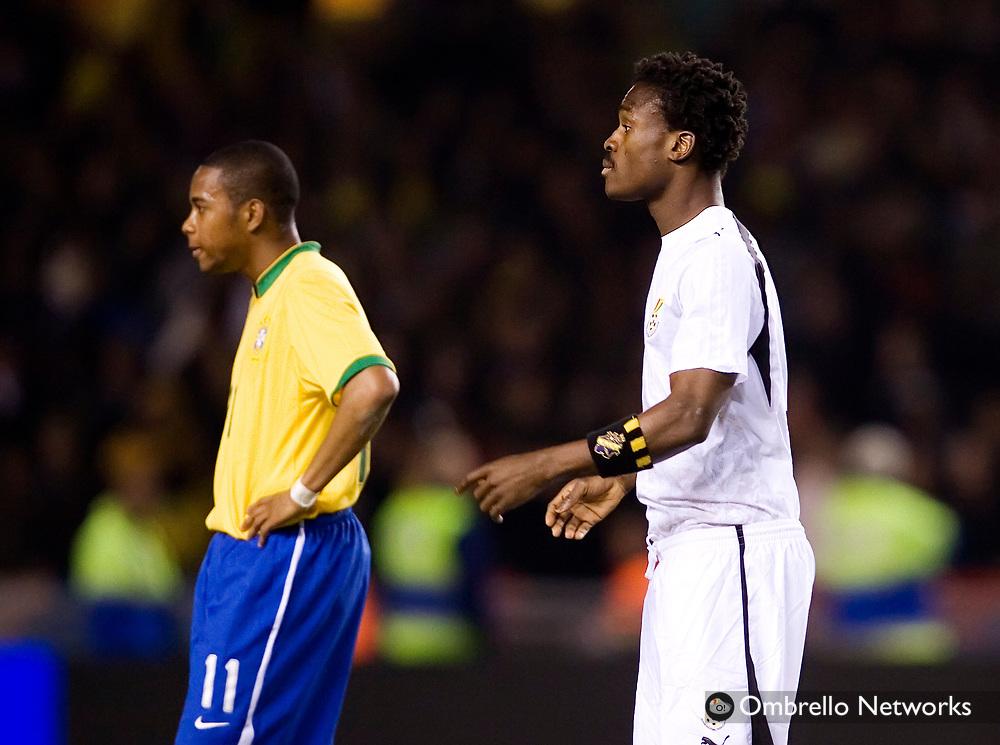 STOCKHOLM 070327<br /> TR&Auml;NINGSLANDSKAMP BRASILIEN GHANA.<br /> I bild: Robinho och Derek Boateng med AIK-m&auml;rket.