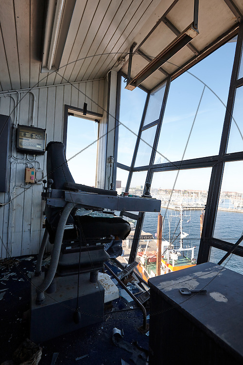 UNIONKUL, kran, Nordhavn, styrhus, kranførerens sæde, inden restaurering, styrepult, udsigt over havneområdet