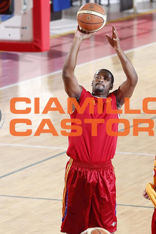 DESCRIZIONE : Roma Lega A 2009-10 Basket Lottomatica Virtus Roma Visite mediche e primo raduno<br /> GIOCATORE : Ricky Minard<br /> SQUADRA : Lottomatica Virtus Roma<br /> EVENTO : Campionato Lega A 2009-2010 <br /> GARA : <br /> DATA : 24/08/2009<br /> CATEGORIA : Ritratto Presentazione <br /> SPORT : Pallacanestro <br /> AUTORE : Agenzia Ciamillo-Castoria/E.Castoria<br /> Galleria : Lega Basket A 2009-2010 <br /> Fotonotizia : Roma Lega A 2009-10 Basket Lottomatica Virtus Roma Visite mediche e primo raduno<br /> Predefinita :
