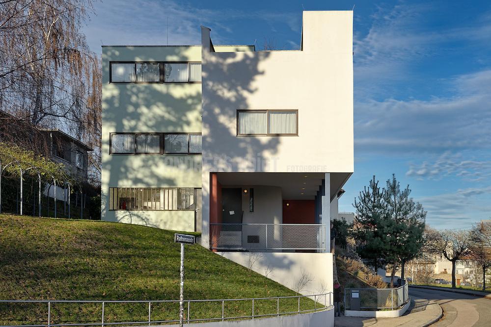 """WEISSENHOFMUSEUM im Haus 13: Le Corbusier und Pierre Jeanneret..Nachdem Le Corbusier aus """"nationalen Gründen"""" (weil er Westschweizer war) zwischenzeitlich von der Teilnahme an der Weissenhofsiedlung ausgeschlossen worden war, setzte man ihn auf Drängen von Mies van der Rohe, Gustaf Stotz und Baubürgermeister Sigloch dennoch wieder auf die Liste der teilnehmenden Architekten."""