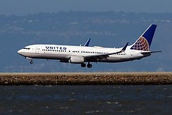 Boeing 737-824 (N79521) operated by United Airlines landing at San Francisco International Airport (KSFO), San Francisco, California, United States of America