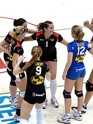 04-03-2006 VOLLEYBAL: FINAL 4 DAMES: AMVJ - PLANTINA LONGA: ROTTERDAM<br /> Longa was veel te sterk voor de dames uit Amstelveen (3-0) / Mered de Vries, Martha Maltha, Monique Wismeijer en Marije Bouwknegt<br /> Copyrights 2006 WWW.FOTOHOOGENDOORN.NL