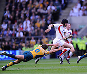 Twickenham, GREAT BRITAIN, Danny CIPRIANI, running withe the ball evades Luke BURGESS, flying tackle, during the Investic Challenge, England vs Australia, Autumn International at Twickenham Stadium, Surrey on Sat 15.11.2008 [Photo, Peter Spurrier/Intersport-images]