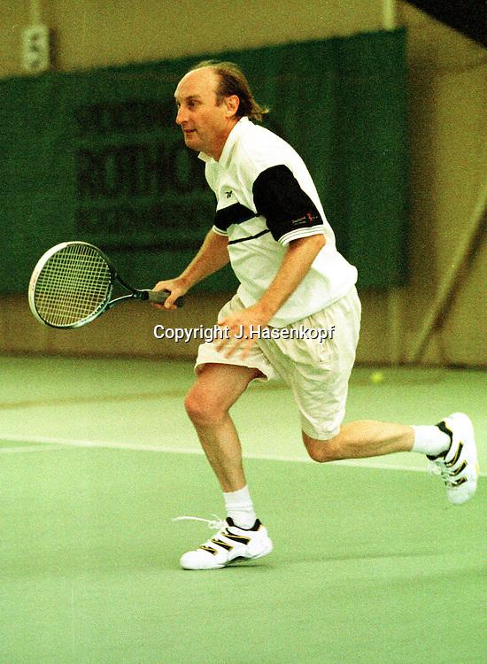 OTTO,Otto spielt Tennis, Monti Cup 1999, VIP Turnier, Monti Lueftner, Rothof, Prominenz, Aktion, ,Dynamik, Indoor, Halle, HF, Freizeitkleidung, Komiker,Komik,Society,