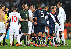 12.06.2010, Royal Bafokeng Stadium, Rustenburg, RSA, FIFA WM 2010, England (ENG) vs USA (USA), im Bild Wayne Rooney (England) consola Robert Green a fine partita. EXPA Pictures © 2010, PhotoCredit: EXPA/ InsideFoto/ Giorgio Perottino / SPORTIDA PHOTO AGENCY