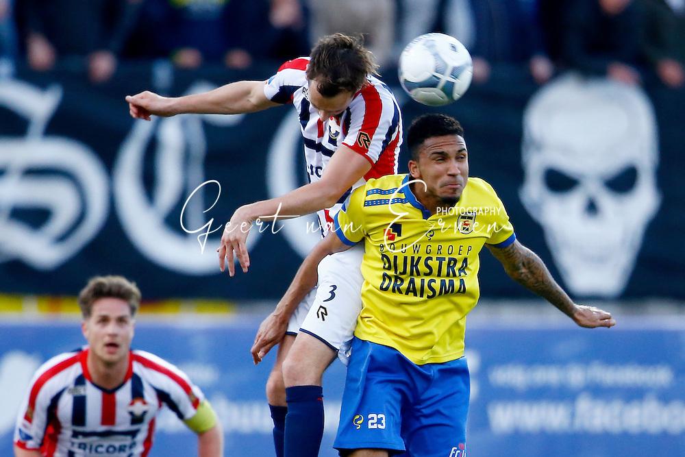 21-04-2016 VOETBAL:SC CAMBUUR-WILLEM II:LEEUWARDEN<br /> Freek Heerkens van Willem II in duel met Marvin Peersman van SC Cambuur <br /> <br /> Foto: Geert van Erven