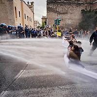 Polizia carica i movimenti per il diritto all'abitare